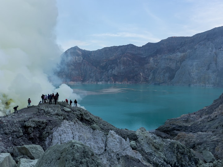 Kawah Ijen Volcano lake dangerous place to swim