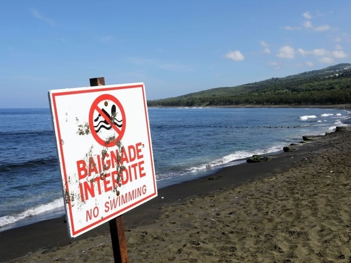 Reunion island dangerous places to swim
